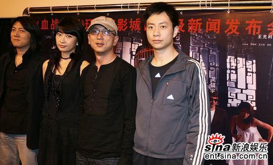 《血战到底》上海宣传馒头作者胡戈亮相(组图)
