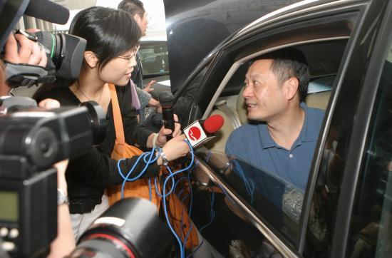 组图:李安抵达上海机场将担任上海电影节嘉宾