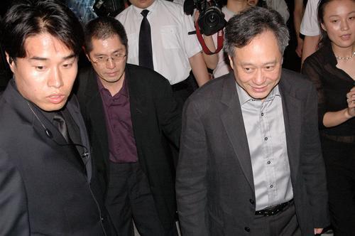 组图:李安冯小刚刘德华与名导一同出席派对