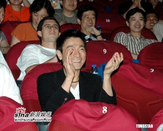 组图:刘德华风度翩翩《疯狂的石头》首映助阵