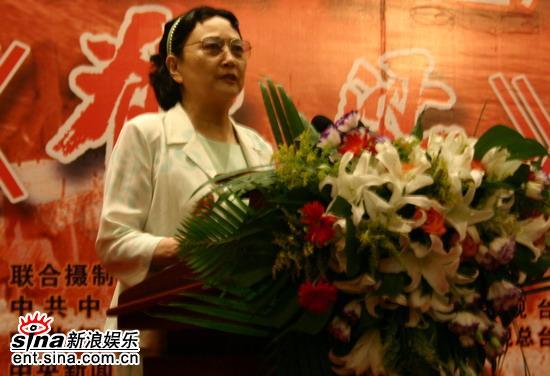 组图:《脊梁》首映老艺术家王晓棠和于蓝现身