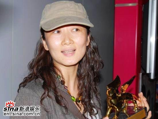 赵涛带金狮回京贾樟柯《东》月底首映(组图)