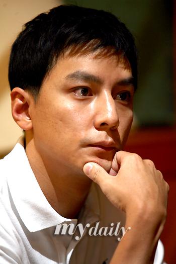 组图:吴彦祖釜山接受媒体专访谈《四大天王》
