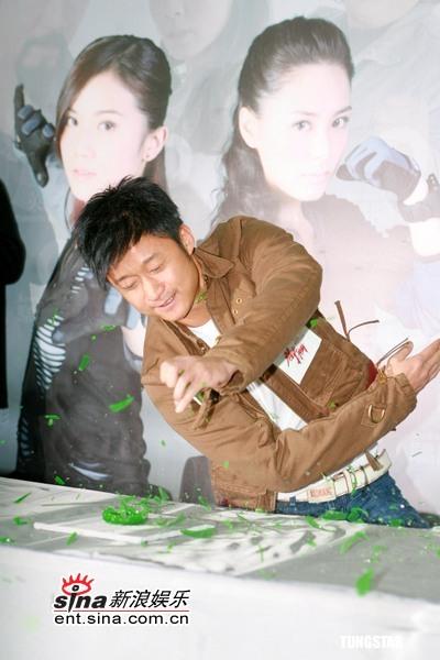 组图:Twins、吴京、元华《双子神偷》记者会