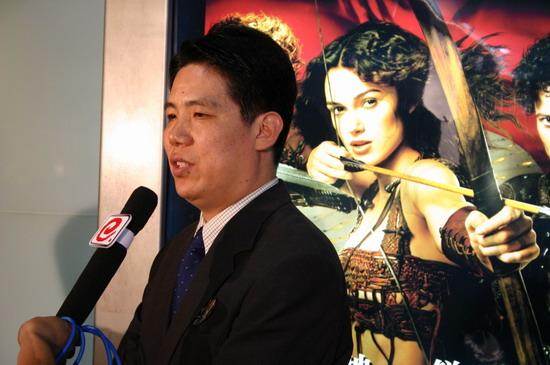 图文:《亚瑟王》北京首映式戏服明星两相宜(13)