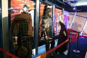 组图:《亚瑟王》北京首映式戏服明星两相宜