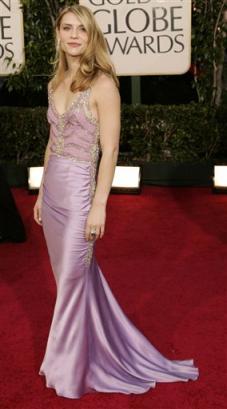 图文:克莱尔-丹尼斯着紫色晚礼服风情万种