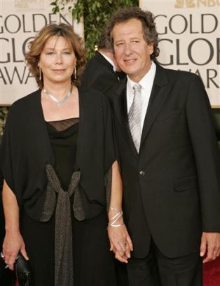 图文:澳洲影星杰夫里-拉什与妻子踏上红毯