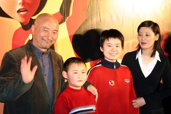 组图:徐帆陈佩斯亮相《超人总动员》首映礼