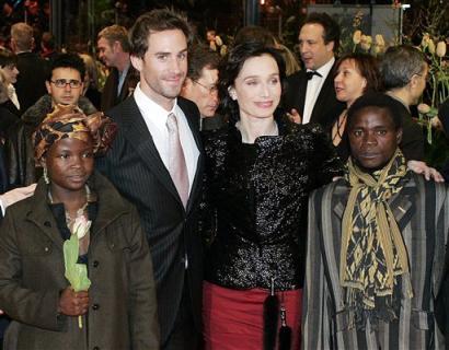 图文:《从人到人》主演亮相柏林电影节开幕式