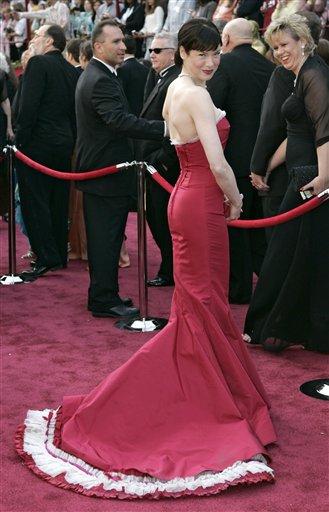 图文:蕾妮・齐薇格着装品位年年受称赞