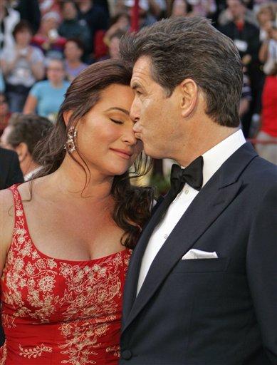 """图文:""""007""""皮尔斯・布鲁斯南与妻子亮相"""