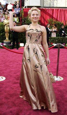 组图:瑞典女演员弗里达亮相红地毯