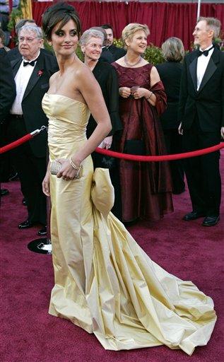 图文:佩内洛普・克鲁兹褶皱长裙亮相红地毯