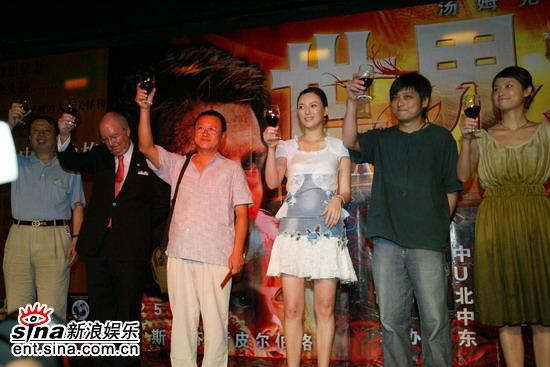 组图:《世界之战》北京首映徐静蕾等到场祝贺