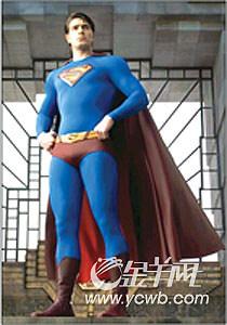 《超人归来》明年上映已故白兰度饰演超人父亲