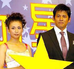织田裕二柴�D幸主演《县厅之星》在日首映(图)