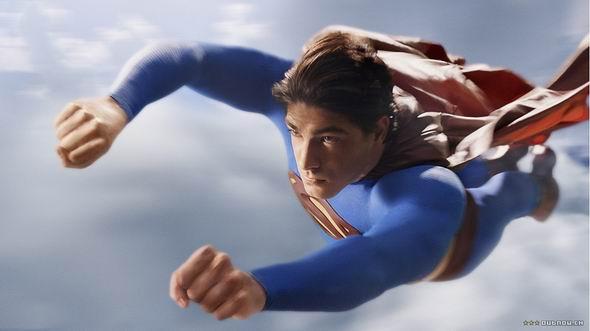 """新超人飞得更帅神力更强坦言不怕""""诅咒""""(图)"""