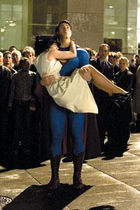 《超人归来》狂卷3000万上映一周评论分两极