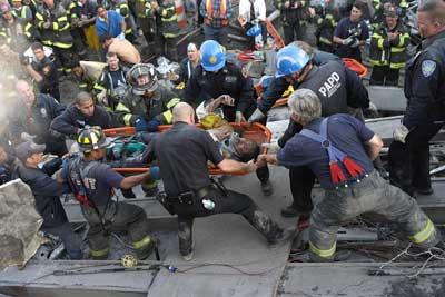 《世贸中心》昨日公映911新片叫好难叫座(图)