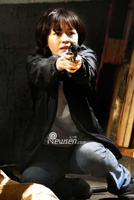 韩星姜成妍退去清纯形象变身女警与池珍熙对打