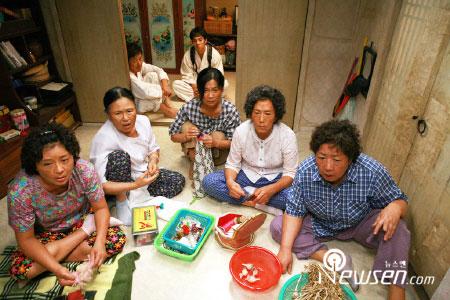 ...麻婆岛2》韩国盛行 8天创下百万观影大观(图)   《麻婆岛2》...