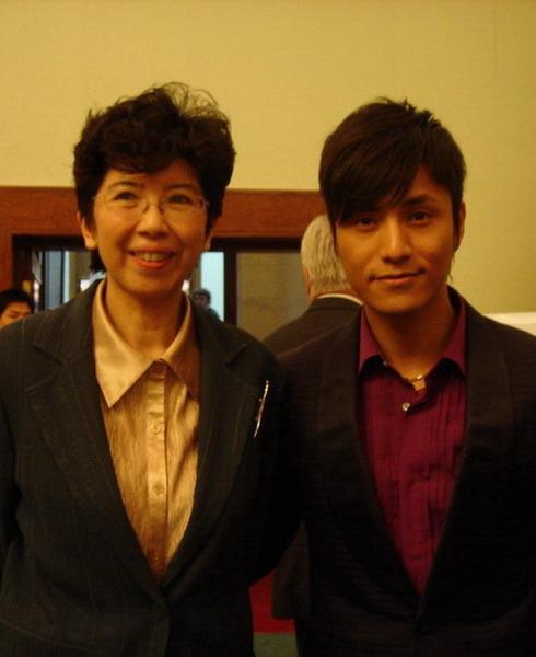 陈坤代表中国影人出席法国影展开幕式(附图)
