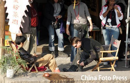 组图:《碟中谍3》热拍克鲁斯女友探班引骚乱