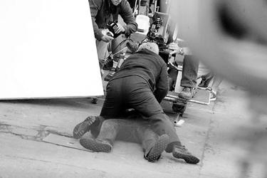 《碟中谍3》上海拍首场戏克鲁斯逼真挨打(图)