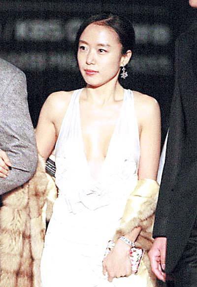 26届韩国电影青龙奖:落选影后照样抢镜(组图)