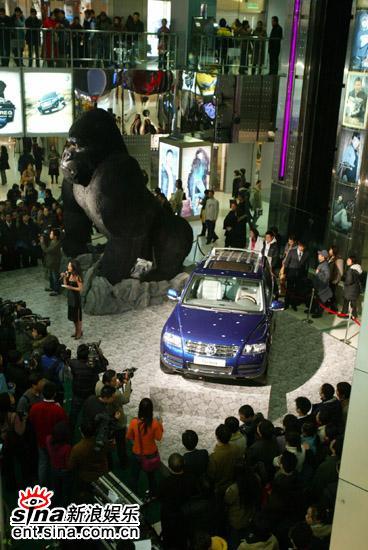《金刚》北京首映巨型模型释放狂野柔情(组图)