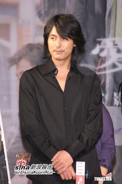 组图:《雏菊》台北首映会大雨不减影迷兴致