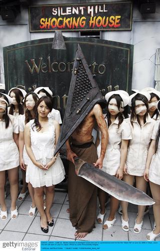 寂静岭 日本推广护士着超短裙缠绷带