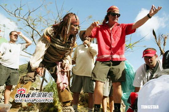 组图:强尼戴普主演《加勒比海盗2》工作照曝光