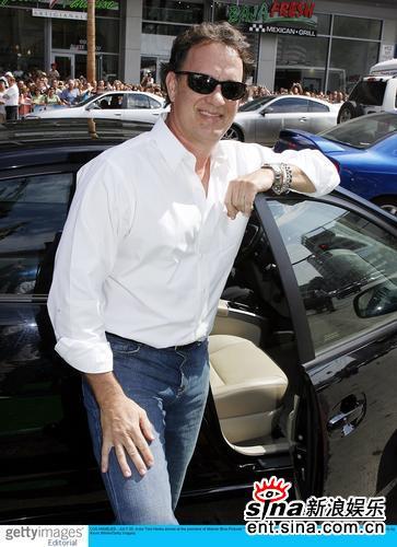 组图:《别惹蚂蚁》洛杉矶首映汉克斯跑车亮相