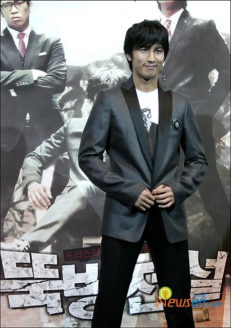 组图:韩片《防筑传说》发布会三位型男齐亮相