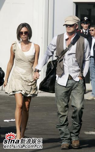 组图:贝克汉姆夫妻现身水城维多利亚身姿瘦削