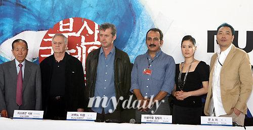 组图:第11届釜山电影节新浪潮评委发布会举行