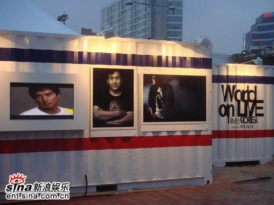 组图:刘德华将天王阵势出场贴近韩国影迷交流