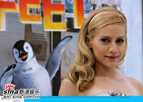 《欢乐的大脚》首映墨菲娇艳如花难敌企鹅(图)