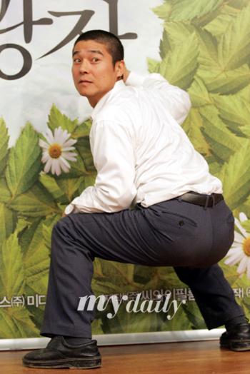 组图:探班韩片《相逢的广场》片场林昌正搞笑