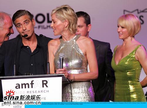 组图:慈善抗艾滋派对莎朗-斯通克鲁尼秀热吻