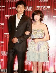 """香港电影节喀嚓声尖叫声组成""""合唱""""(多图)"""