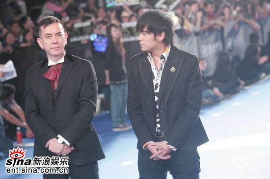 图文:第42届金马奖红地毯-黄秋生跟周杰伦到场