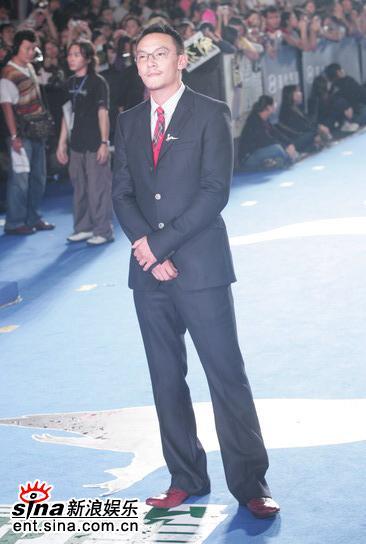 图文:台湾电影金马奖红地毯-张震坦然面对镜头