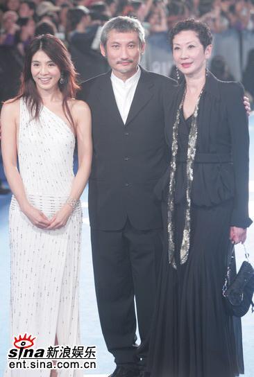 图文:金马奖红地毯--徐克夫妇与杨采妮亮相