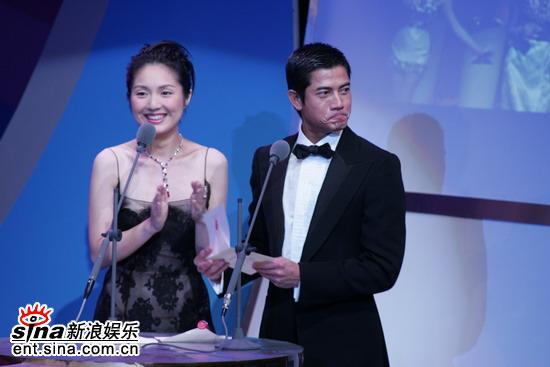 图文:金马奖颁奖典礼--郭富城得奖激动不已