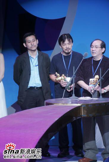 图文:第42届台湾电影金马奖颁奖典礼-手捧金马