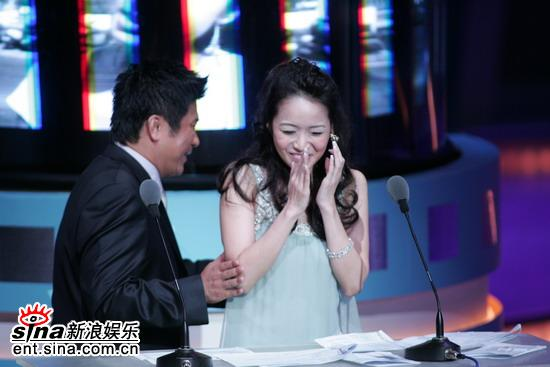 图文:台湾电影金马奖颁奖典礼-侯佩岑开怀大笑