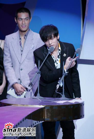 图文:台湾金马奖颁奖礼--周杰伦发表获奖感言